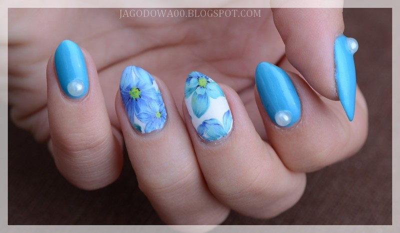 Blue flowers  nail art by Jadwiga