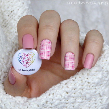 Pink nails inspired by sweater nail art by barbrafeszyn