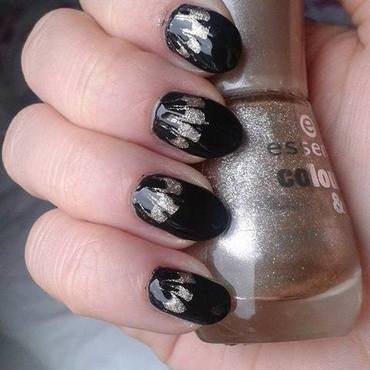 Black&gold watermarble without water nail art by Barbora Balejova