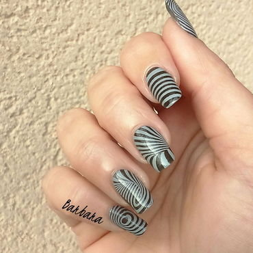 Illusion nail art by Les ongles de B.