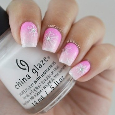 Girly winter mani nail art by Julia