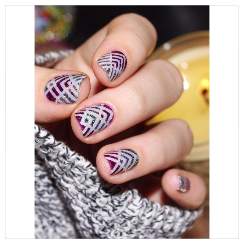Grey  nail art by Bulleuw