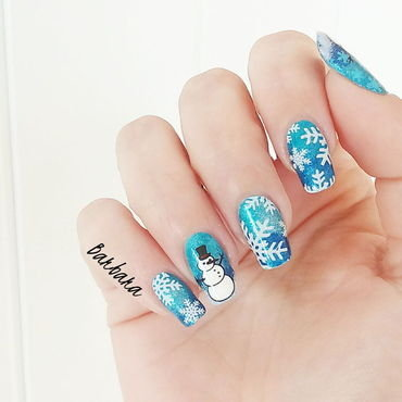 Stamping Snow nail art by Les ongles de B.