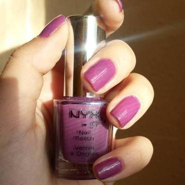 Nyx Golden Lavender Swatch by Natalia D.
