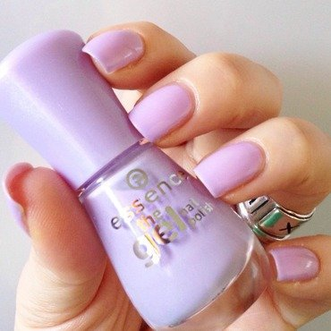 Essence The Gel Nail Polish n.21  a whisper of spring Swatch by Sara