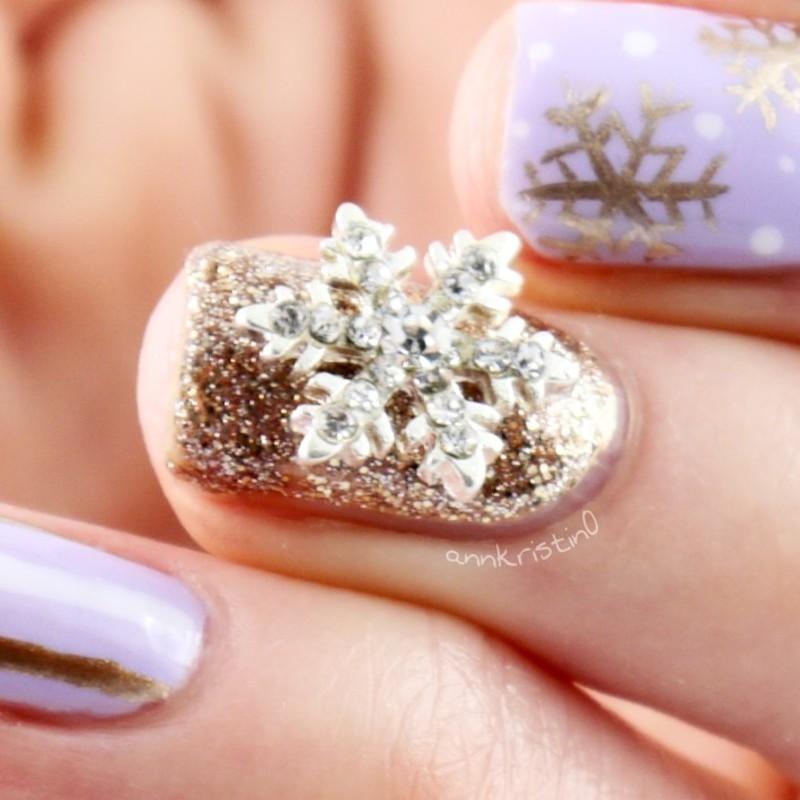 Snowflake Accent Nail nail art by Ann-Kristin