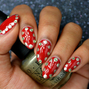 Holiday Dots nail art by Fatimah