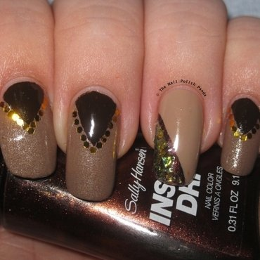 Neutral Chevrons nail art by Lynni V.