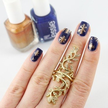 Golden Snowflakes nail art by Ann-Kristin