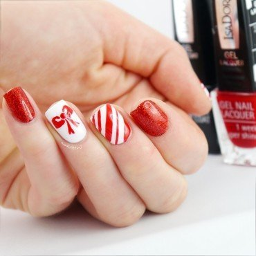 Little Red Bow nail art by Ann-Kristin