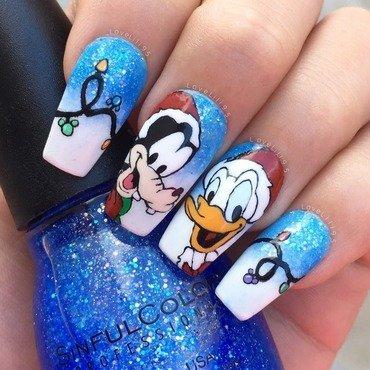 Goofy & Donald Christmas nail art by Iliana Chavez