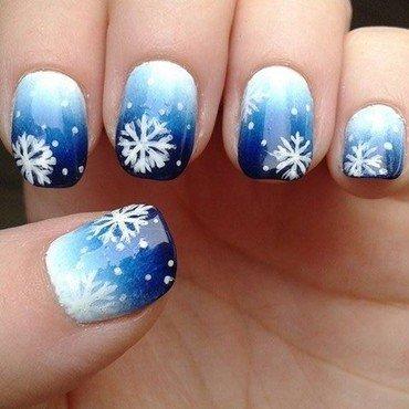 Winter snowflakes, very original! >_< nail art by Barbora Balejova