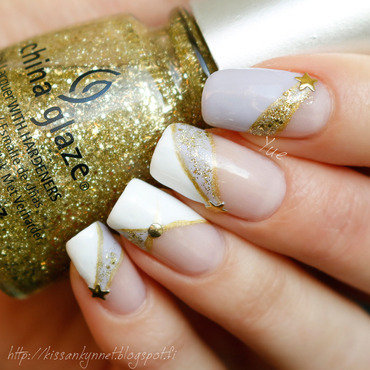 Shooting Stars nail art by Yue