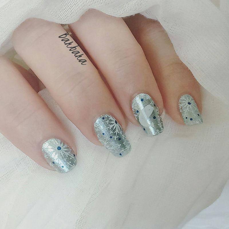 Hiver glacial nail art by Les ongles de B.