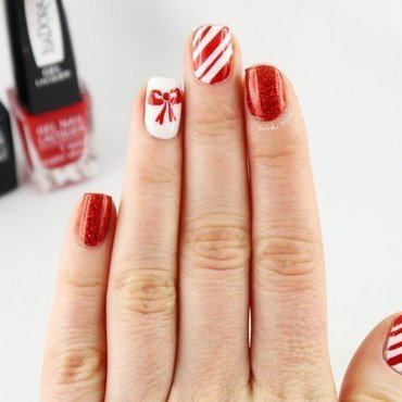 Little Red Bow 2 nail art by Ann-Kristin