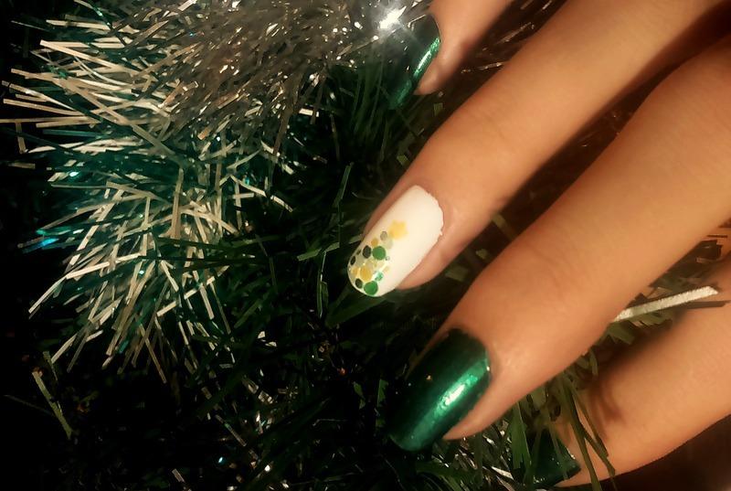 Christmas Tree nail art by i-am-nail-art