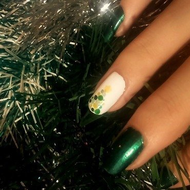 Christmas Tree nail art by i-am-nail-art