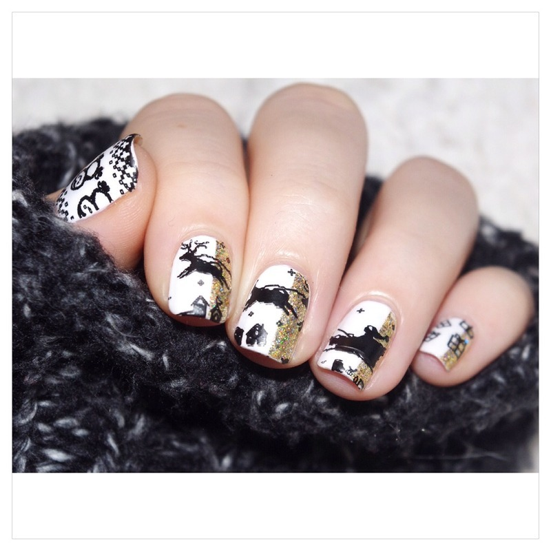 Gold and white Christmas. nail art by Bulleuw