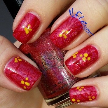 #watermarblepractice 12-09-2015 Poinsettia nail art by Jenette Maitland-Tomblin