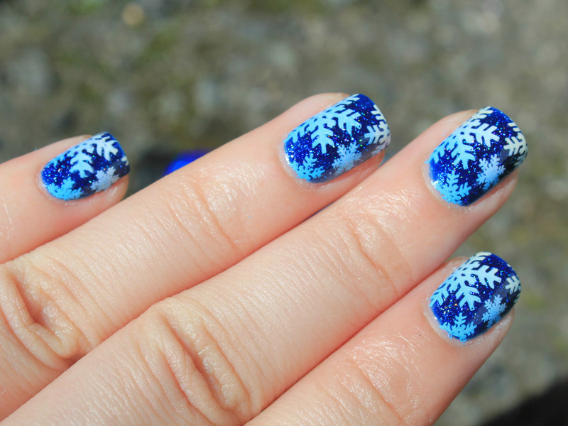 Snowflakes  nail art by Moriesnailart