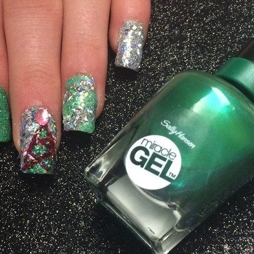 Glitzy Christmas Nails nail art by Charlotte