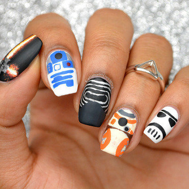 Star Wars: The Force Awakens Minimalist nail art by Fatimah