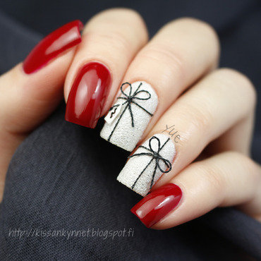 Xmas presents nail art by Yue