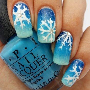 Frozen-inspired Snowflake Gradient nail art by prettylittlepolish