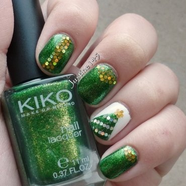 xmas tree nail art by Justine145
