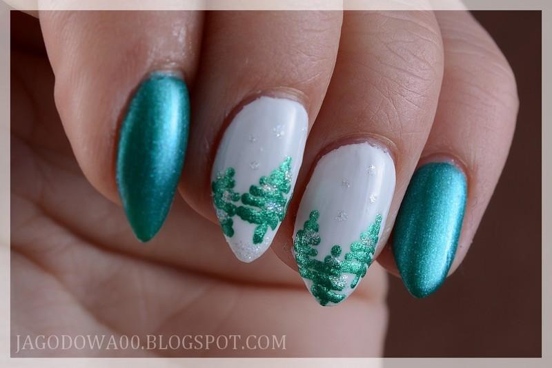 Christmas trees nail art by Jadwiga