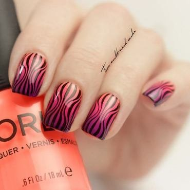 Psychedelic Stripes nail art by Tine