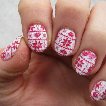 Fluffy winter sweater nail art by Nail Crazinesss