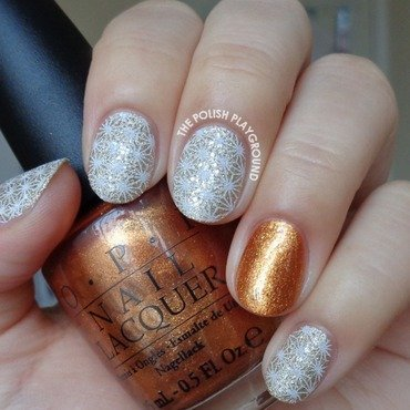 Champagne Texture & White Star Pattern nail art by Lisa N