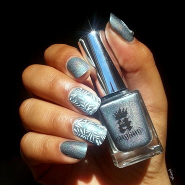 Stamping feuille  nail art by Pinezoe