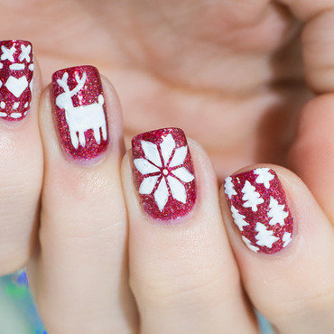 Christmas sweater nail art by Lacquered Obsession