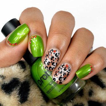 Festive Leopard nail art by Fatimah