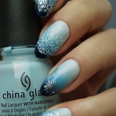 Winter blue gradient nail art by Cranberry Fairy