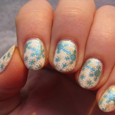 Double snowflakes nail art by Nail Crazinesss