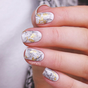 Golden Marble nail art by nagelfuchs