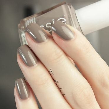 Essie Chinchilly Swatch by Tine