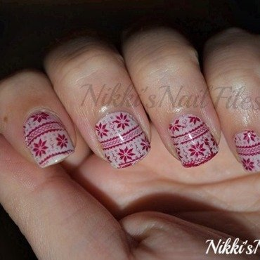 Sweater Nails nail art by nikkisnailfiles