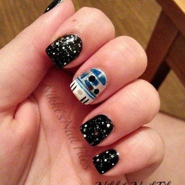 Stars Wars R2D2 Manicure nail art by nikkisnailfiles