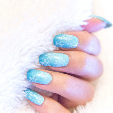 Ombre winter snow nails nail art by Minhie