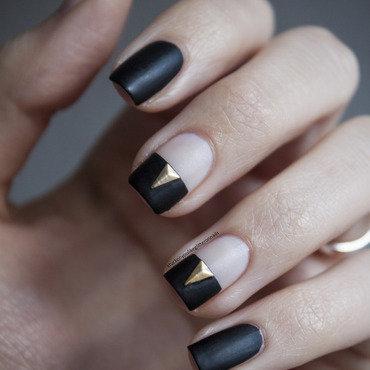 Rockin' matte nail art by Jule