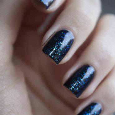 Dark sparkling sea nail art by Jule