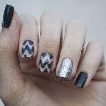 grey meets glitter nail art by Jule