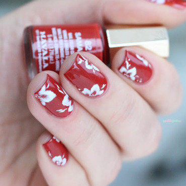 Classic one stroke nail art by nathalie lapaillettefrondeuse