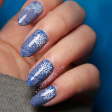 Winter sweater sprinkled in snow nail art by notcopyacat