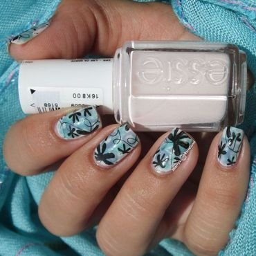 Nimbus flowers  nail art by Marina