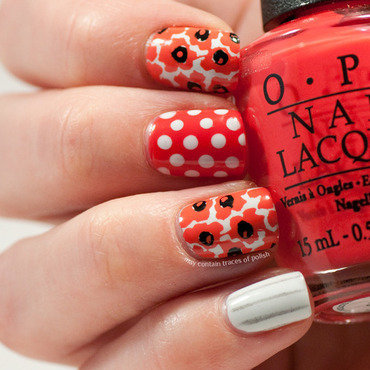 Red and white skittlette nail art by Zara TracesOfPolish